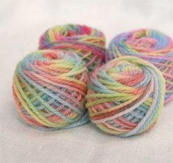 画像1: 三原色で染めた毛糸